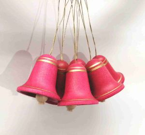 Grosse rote Glocken mit Bemalung 224_329